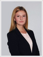 Алина Тополева, Binomo